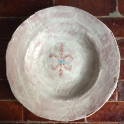 bowl with rim and fleur dots